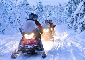 Motos de nieve en Laponia